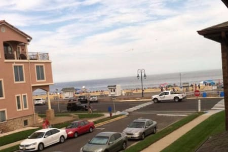 Beachfront Belmar apartment - Belmar - Appartement