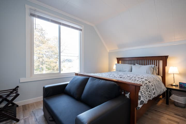 NEW - Bright & Modern Suite with 2 Large Bedrooms