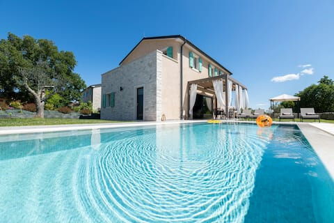 Casa Verde, charming Villa with private pool