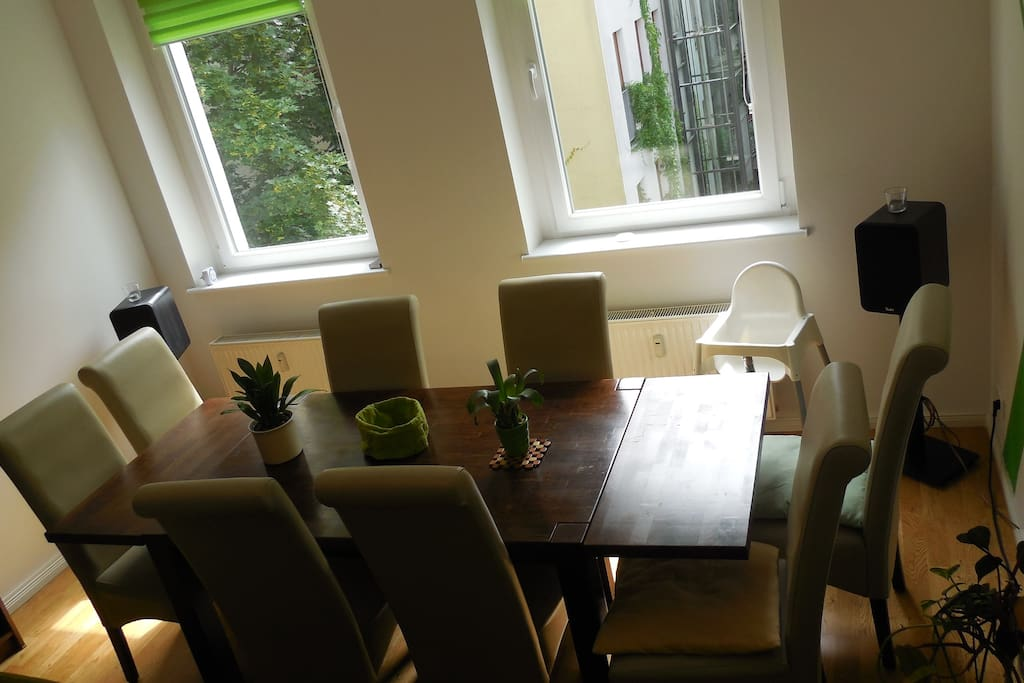 Dinner table in living room with view on 2nd courtyard