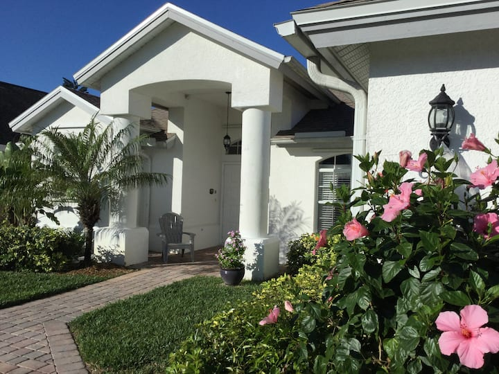 Briarwood Sunset: Pool, lakeview, occupancy 6