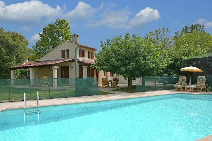 Pleasing Villa in Callas with Swimming Pool