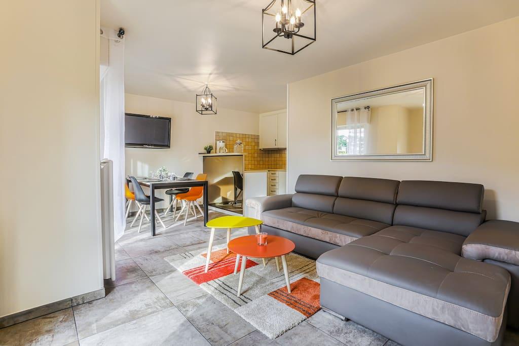 charmant appartement deauville appartements louer tourg ville normandie france. Black Bedroom Furniture Sets. Home Design Ideas