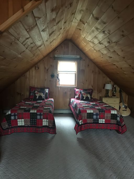 Lofted bedroom with two single/1 king bed