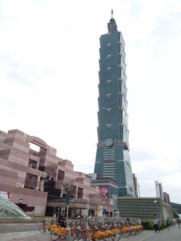 台北市信義區溫馨獨立房間,公車,捷運走路5分鐘,每天面對101大樓.