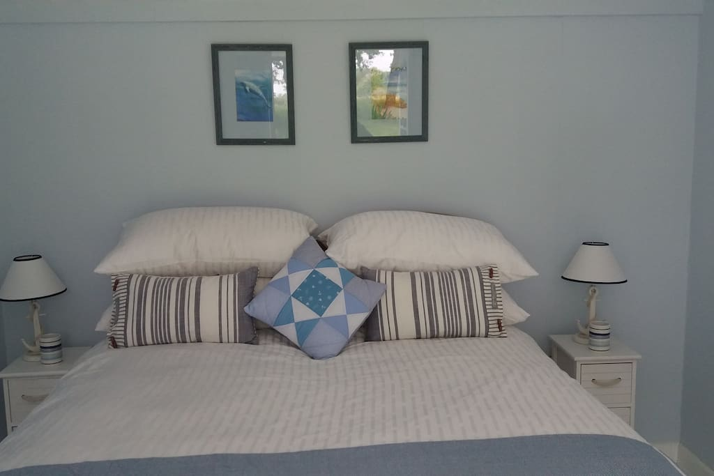 King size bed with zip-link beds which can be divided into  twins on request.