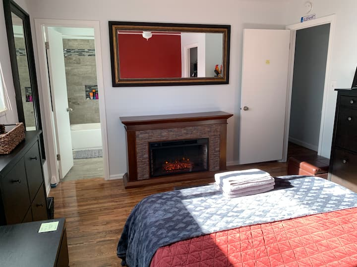 Comfy Large Bedroom with Private Bathroom! (2-1DF)