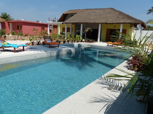 Studio EGUEYE  avec piscine à 2 pas de la plage