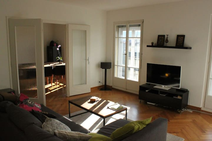 Top floor in the heart of Geneva - Cenevre - Daire