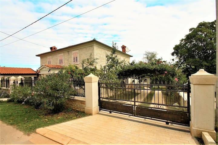 Apartment  Marija Kastelir with Balcony and Garden View