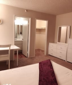 Deluxe room & Private Bath in Alhambra downtown位置佳