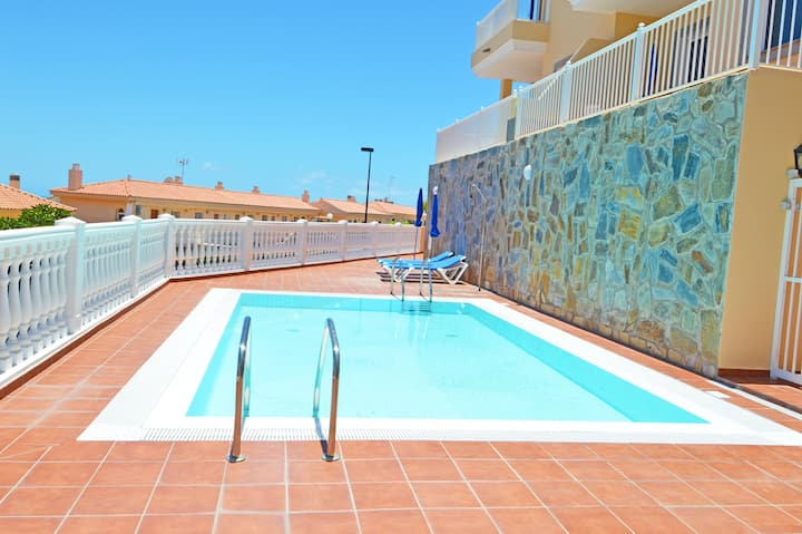 Long-stay apartment. Sea views and terrace