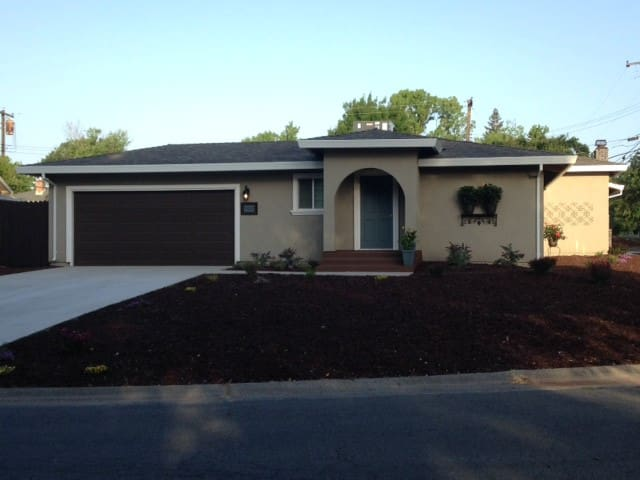 $4200 MONTHLY SPECIAL! 2 BED, 2 BA, 2 CAR & PARK!