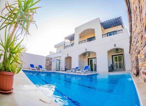 CASA REAL lujosa y cómoda con piscina