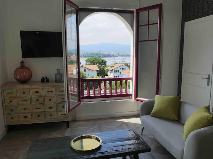 Spacious renovated apartment with comanding views