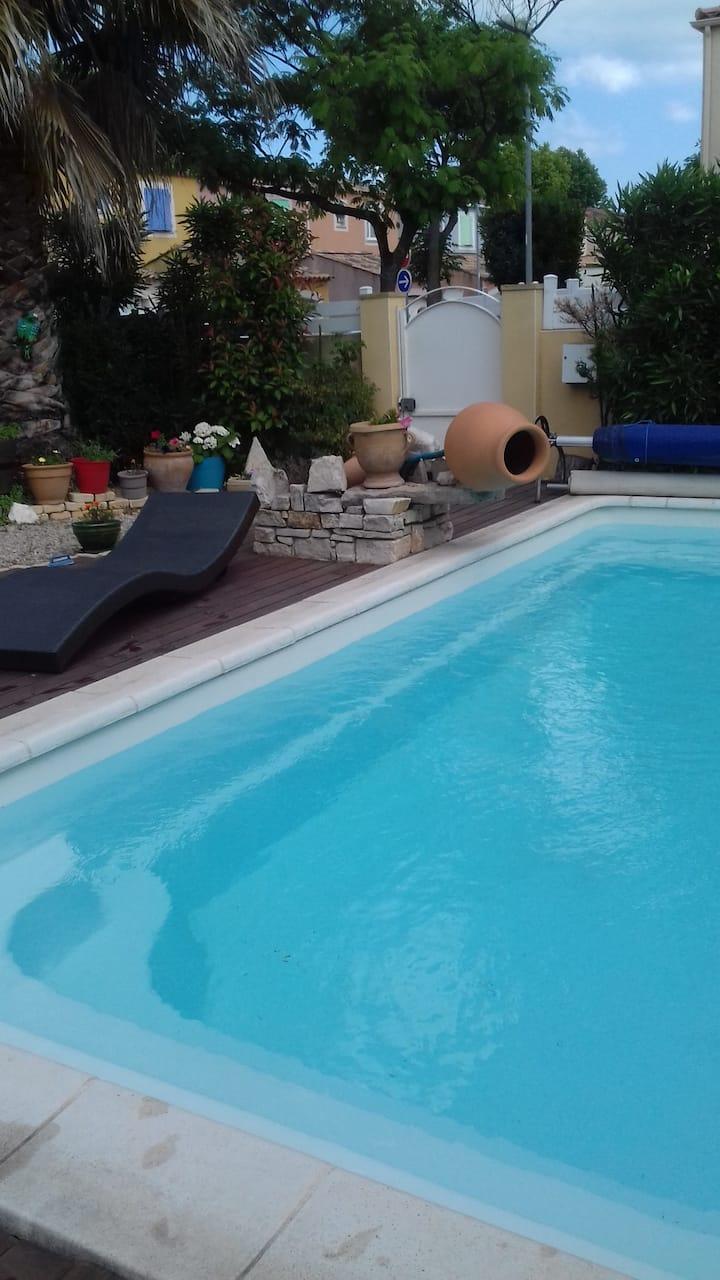 Dans villa avec piscine chambre privative