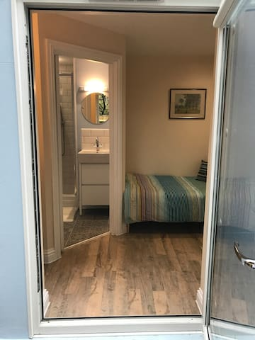 Single Bed Studio, En-Suite With Private Entrance