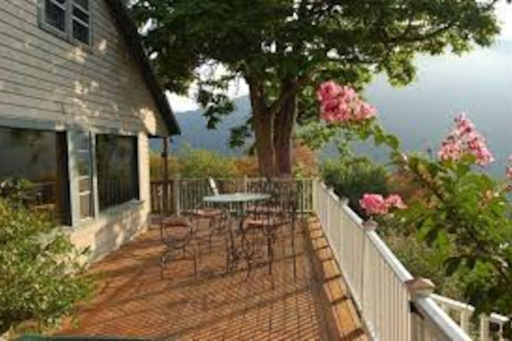 Harpers Ferry Bed And Breakfast Ledge House