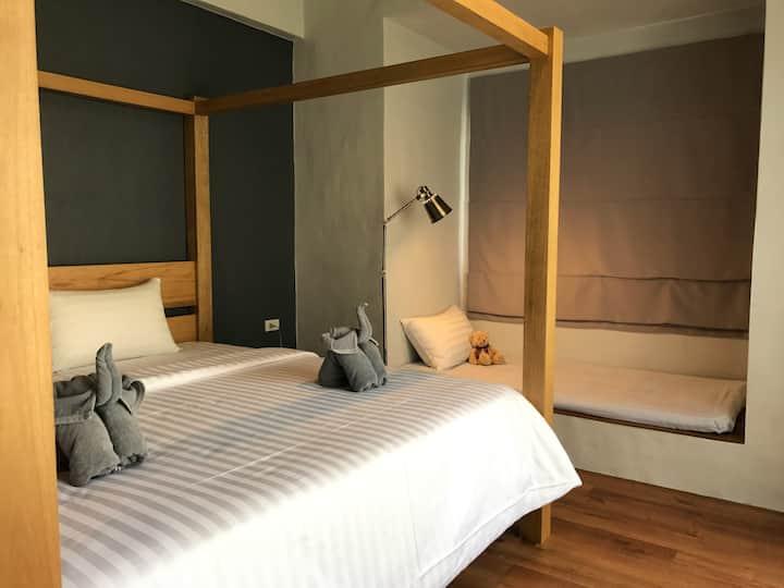 Stylish 1 bed room house near beach