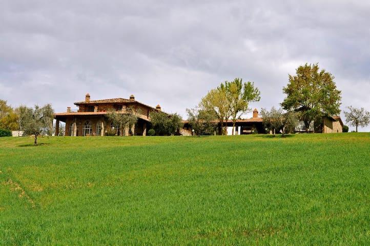Amazing country cottage in Umbria - San Venanzo - วิลล่า