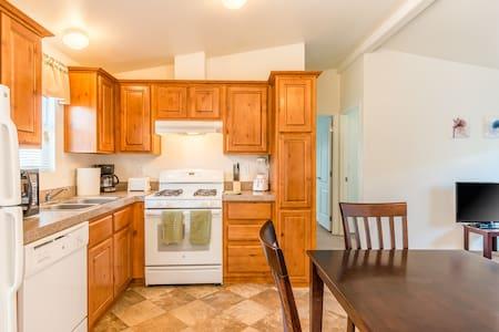224 Arizona Oasis 3 Bedroom Home Sleeps 6