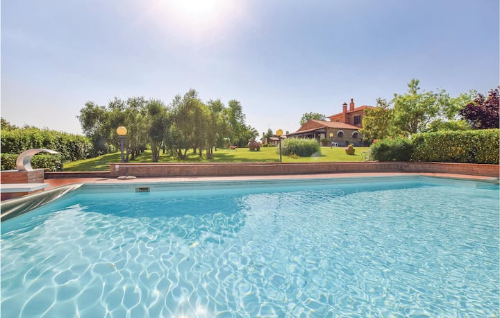 Nice home in Grosseto with WiFi, Outdoor swimming pool and 3 Bedrooms