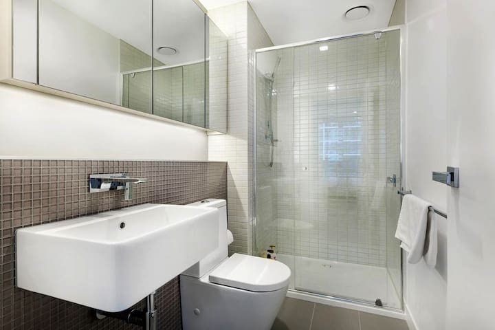 The bathroom is very clean and has 24-hour hot water.