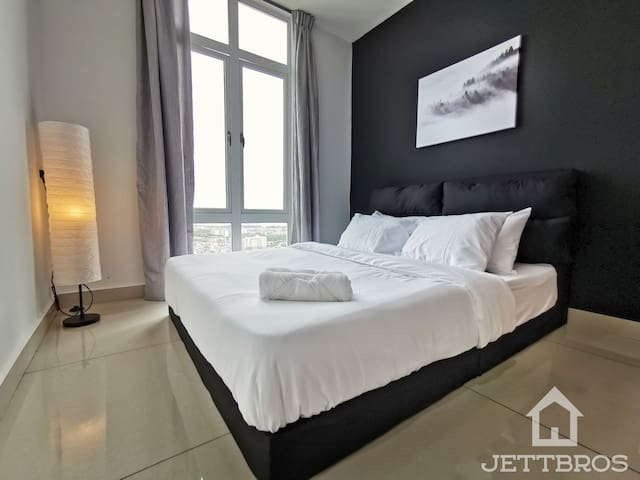 Middle Room come with Queen size bed