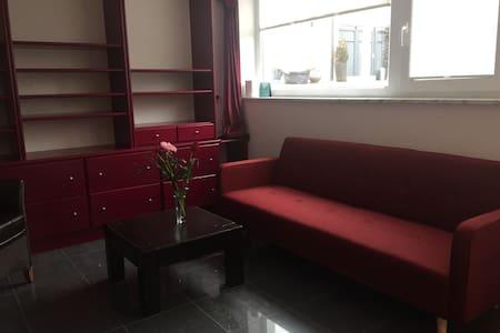 Feines Zimmer für Lady's - Hallbergmoos - Huis
