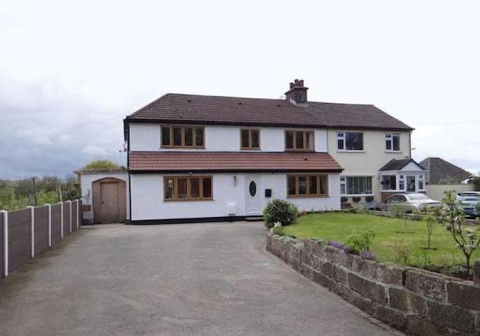 Family/pet friendly house near Wirral Way