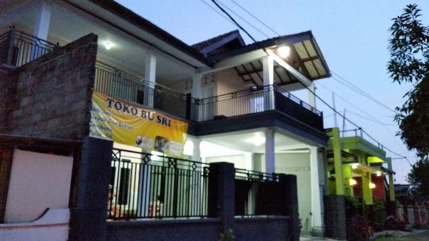 TOKO BU SRI - Bed and Breakfast