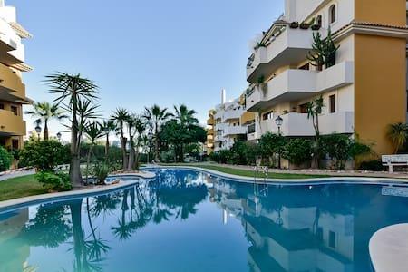 Bonito apartamento en una residencial perfecta - Torrevieja - Byt