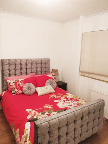 Potters House, 2 cosy, elegant bedrooms available