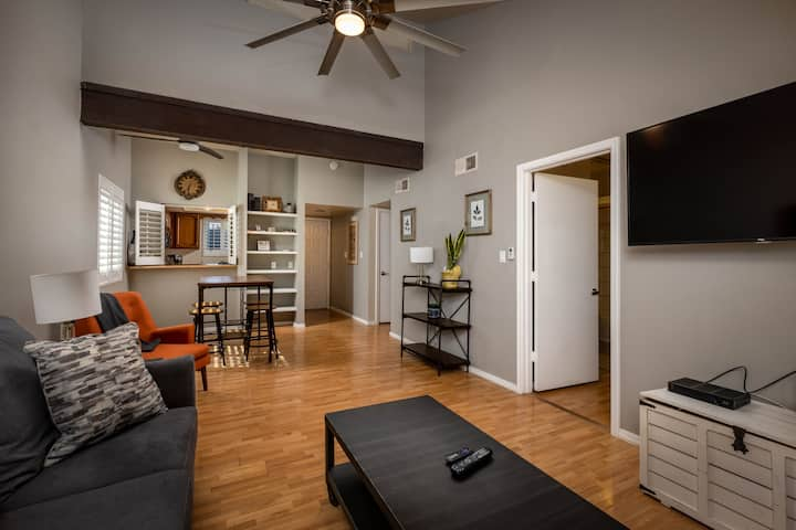 Cozy Gilbert Condo Walking Distance to Downtown !