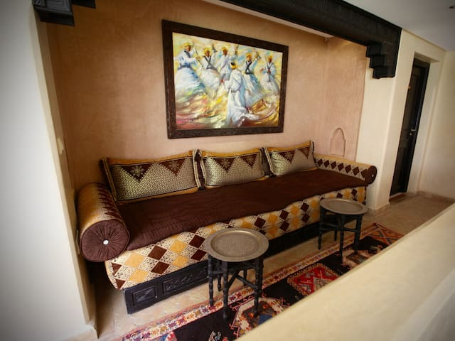 Guest lounge nook