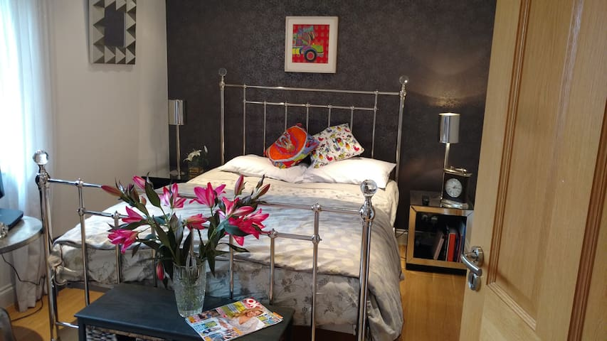 Luxurious Beaconsfield Guest Room!