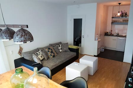 Basic and cosy Flat with Big balcony - Amburgo - Appartamento