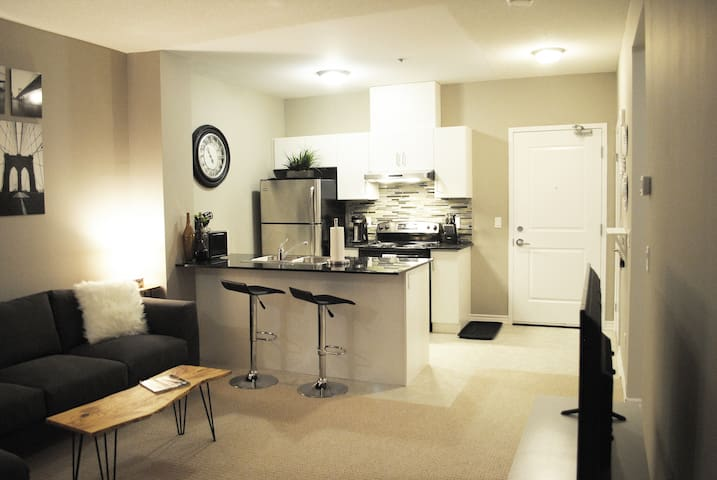 Stylish 2 Bed, 2 Bath Condo for Rent in Milton, ON - Milton - Condominium