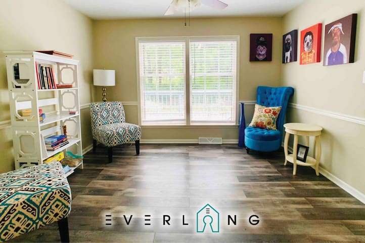Family friendly four bed find! Quiet, clean, comfy MIN 2 everywhere.