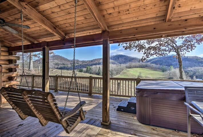'Whit's End' Smoky Mtn Home w/Hot Tub & 300° Views