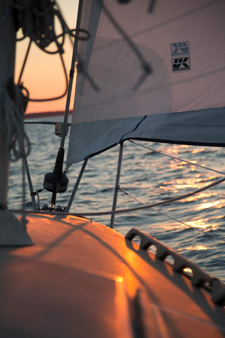 Sunrise sail into Gardiners Bay
