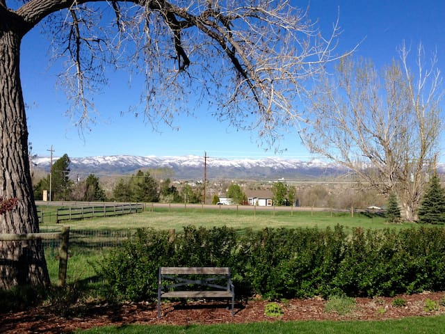 Charming Farm Stay Close to Town - Fort Collins - Byt