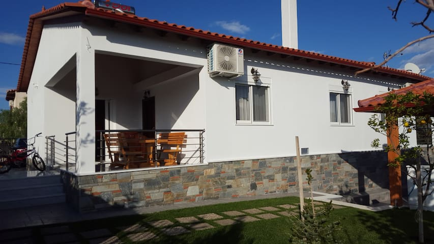 Villa Aris, Коринфия
