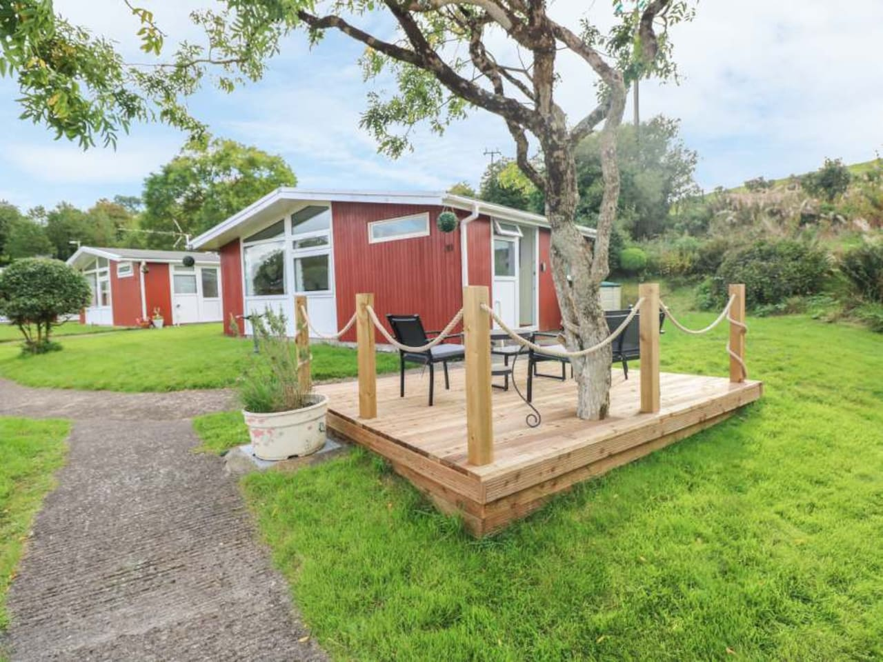Cwtchy Coo Lodge with the decking and garden area