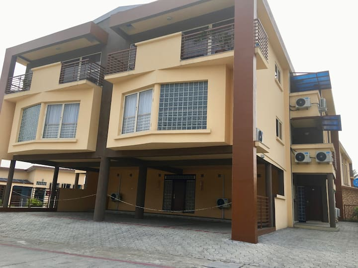 CJWE CAMP: Furnished 3 Bedroom Serviced Apartment.