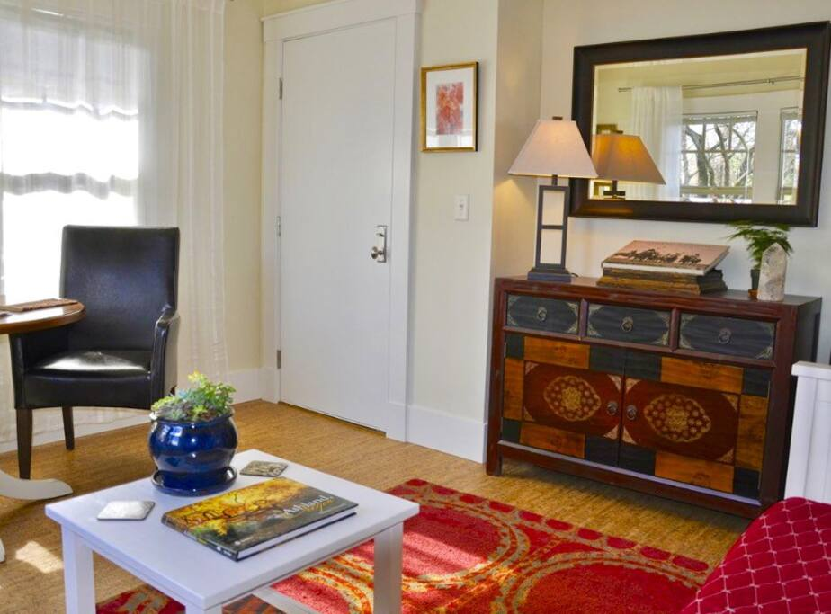Oberon living room - table for 2, a daybed, flat screen tv and books.   * The daybed can be made into a queen when the entire home is rented.