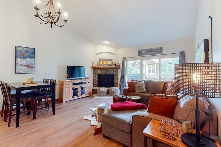 Family friendly ski condo with private hot tub, balcony, and gas fireplace!