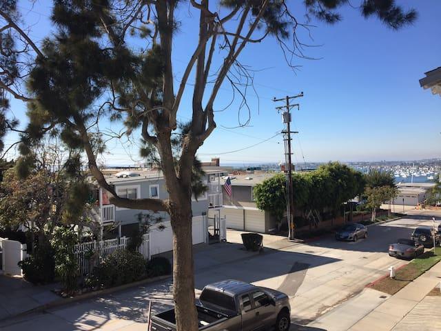 Cozy CDM One Bed Apt Two Blocks to beach - Newport Beach - Apartamento