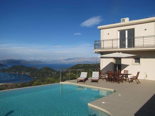 Luxury 5 bedroom Villa with Fantastic Views
