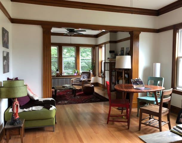 •Beautiful Arty Bucktown Haven  private room
